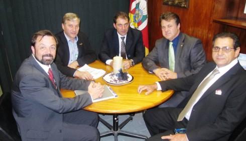 Giovani Cherini acerta reunião da Bancada Gaúcha com Famurs