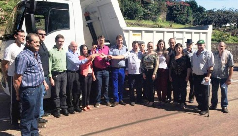 Giovani Cherini entrega emenda parlamentar em Fazenda Vila Nova e Coronel Pilar